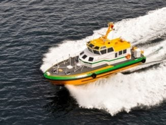 pilot-boat-and-wake