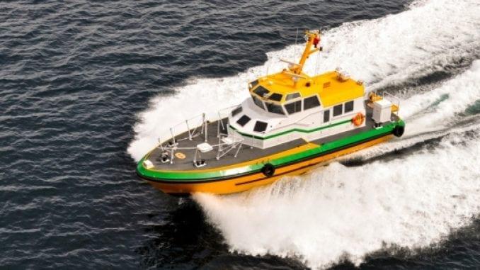 pilot-boat-and-wake